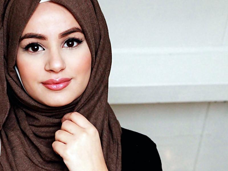 Gaya Make Up Bibir Untuk Muslimah.2