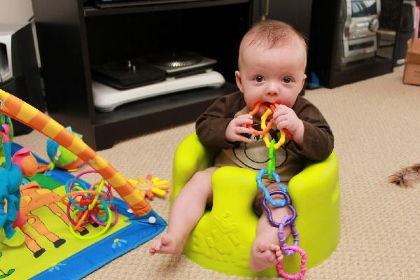 Игрушки для ребенка 3 месяцев фото