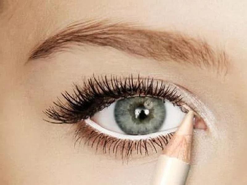 Trik Makeup Buat Mata Jadi Tampak Lebih Besar Dan Segar