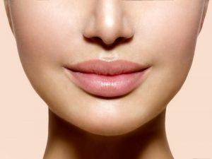 Taktik Seleb Siasati Bibir Kering.2