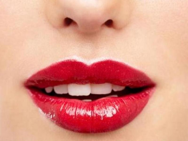 Bahayanya berganti-ganti lipstick