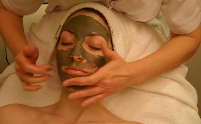 Manfaat Masker Lumpur Untuk Kulit Wajah