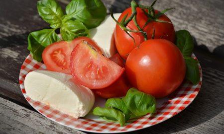 8 Manfaat Tomat untuk Kecantikan dan Kesehatan