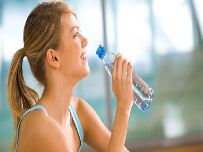 Cara Menurunkan Berat Badan dengan Air Putih