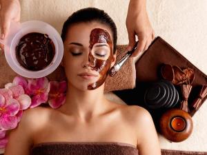Perawatan Wajah Alami Menggunakan Masker Kopi