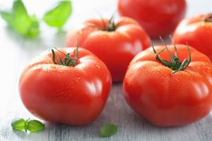 Manfaat Buah Tomat Untuk Melakukan Perawatan Wajah Alami