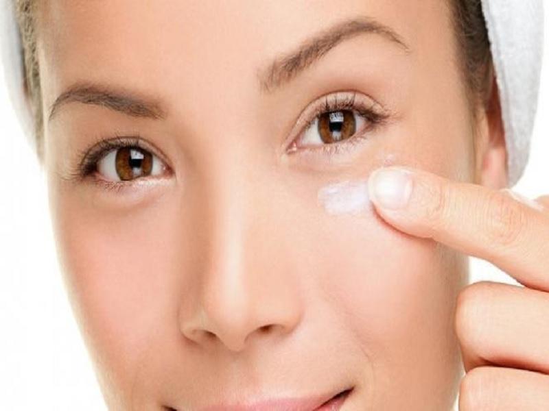 Mengatasi Mata Bengkak Dengan Perawatan Wajah Alami