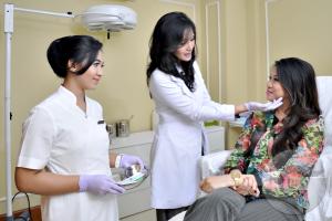 Perbedaan Dokter Kulit Dan Kecantikan Perawatan Wajah Terbaik