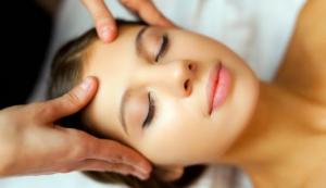 Memanfaat Teknik Pijatan Di Wajah Untuk Perawatan Wajah Terbaik