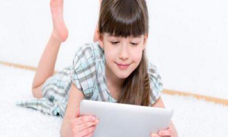 5 Tips Menghindarkan Anak dari Ketergantungan Bermain Gadget