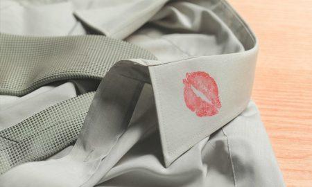 3 Cara Mudah Menghilangkan Noda Lipstik yang Menempel di Baju