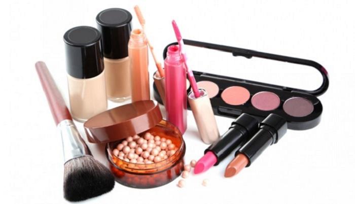 5-peralatan-make-up-bibir-yang-wajib-anda-miliki