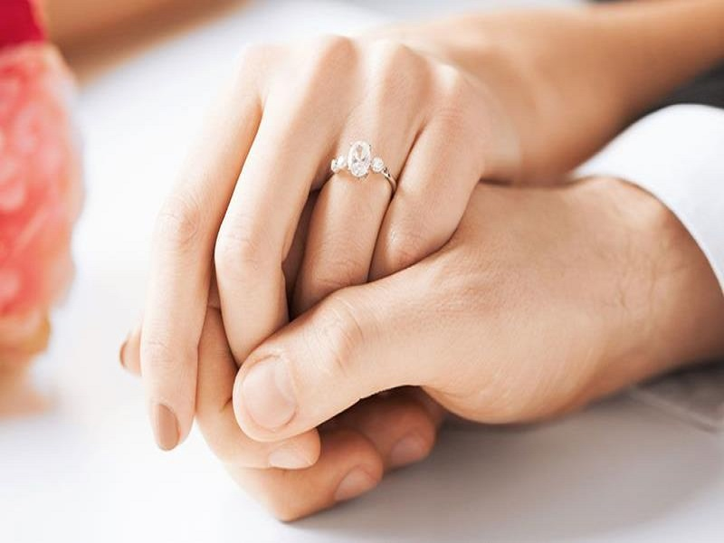 5 Pertanyaan Yang Akan Anda Hadapi Setelah Pertunangan, Be Ready ya Ladies!