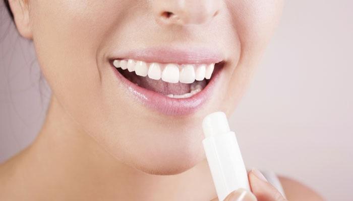 5 Tips Memadukan Lipstik dan Balsem Lips Untuk Warna Bibir Tahan Lama