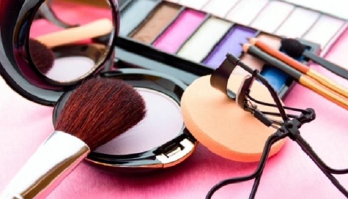 7-alat-kosmetik-ini-wajib-dimiliki-wanita-modern-anda-sudah-punya