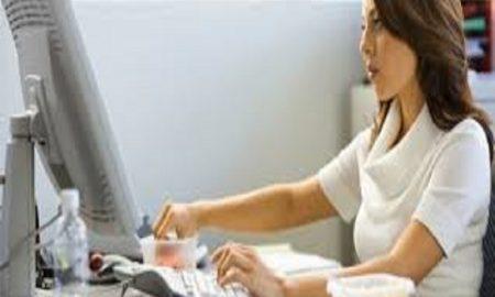 Kamu Wanita Karir? Nih 7 Tips Untuk Tetap Aktif Ketika Harus Duduk Di Meja Kerja Sepanjang Hari
