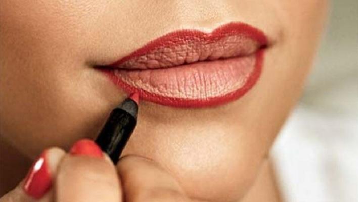 Tips Memakai Pensil Bibir yang Tepat