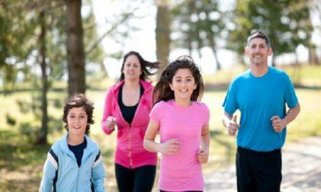5 Hal Yang Berbeda Dilakukan Setiap Wanita Feminim Ke Orangtuanya