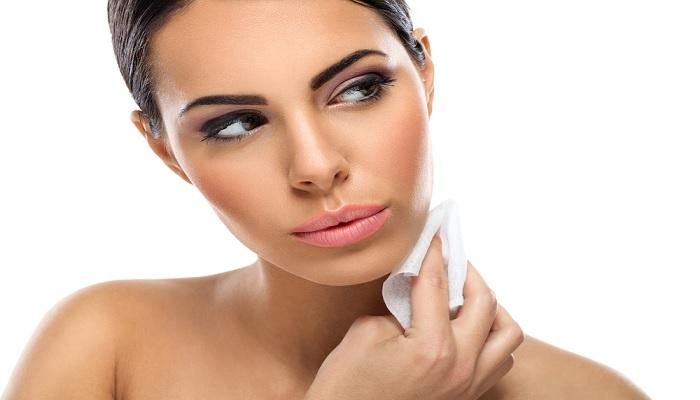 5-tips-aman-menggunakan-tisu-wajah
