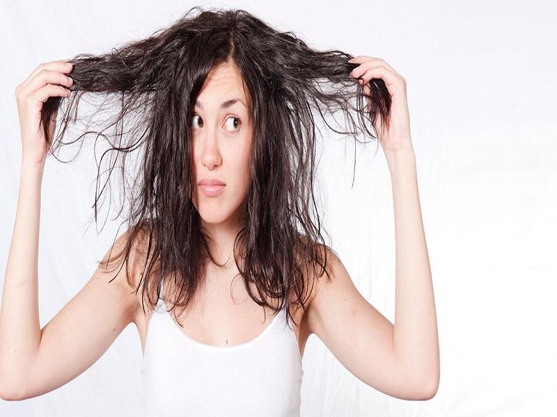Memiliki Keluhan Rambut Berminyak? Ketahui Dahulu Penyebab Dan Ikuti Tipsnya