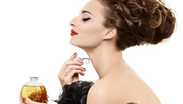 rekomendasi-5-aroma-parfum-khusus-traveler
