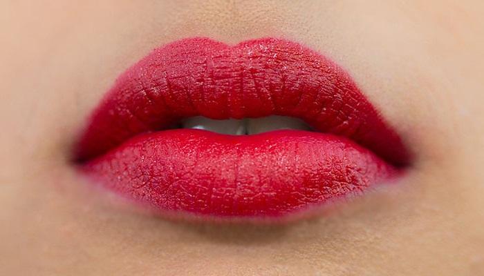 bikin-bibir-merah-dalam-5-menit
