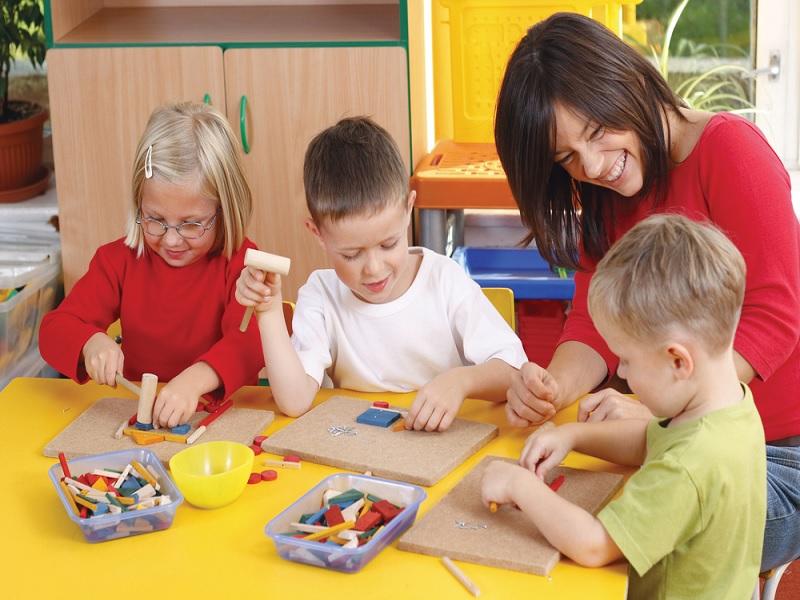 Cara Terbaik Menghindari Anak Yang Ingin Mengacaukan Jam Kerja Anda