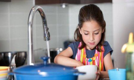 Tips Parenting Anak , Cara Mendelegasikan Pekerjaan di Rumah Sesuai dengan Kemampuan dan Usia Anak