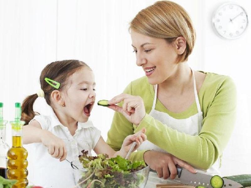 Tips Sederhana Membuat Proses Menyuapi Anak Makan Menjadi Lebih Mudah
