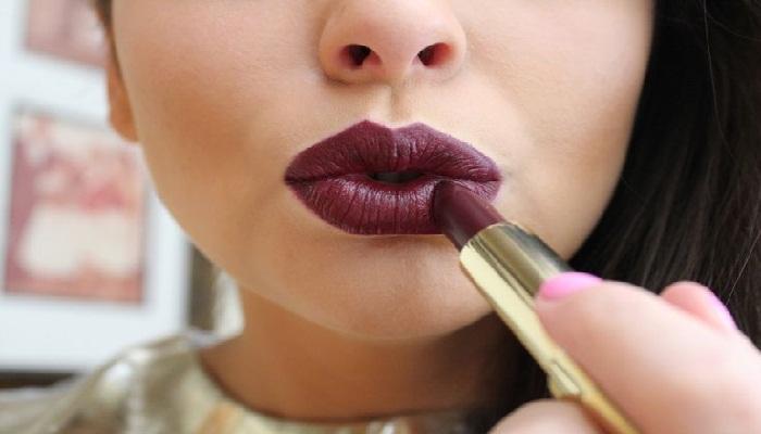 tips-dalam-memakai-lipstik-cream