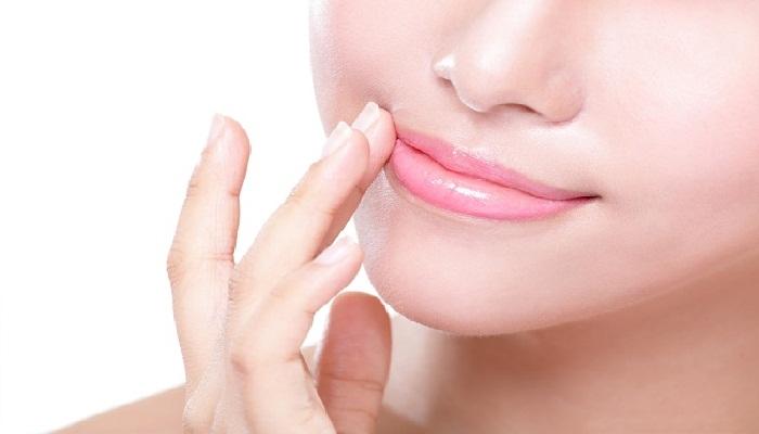 tips-lakukan-pemijatan-pada-bibir