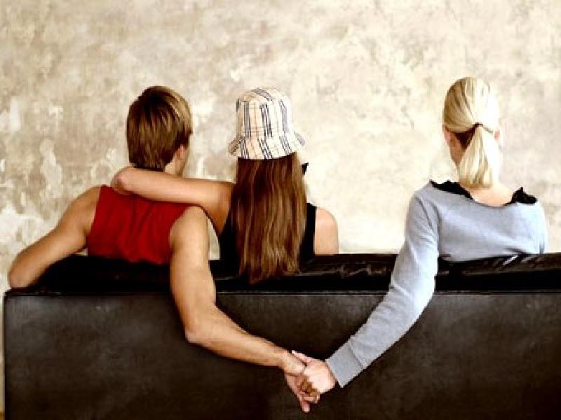 Cara Mengetahui Pasangan Selingkuh