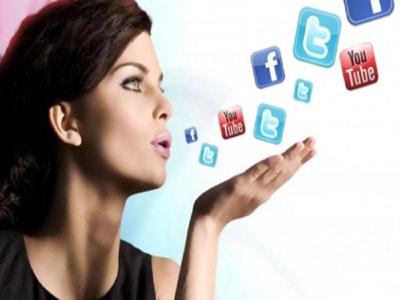 Dampak Mengerikan Terlalu Eksis di Media Sosial