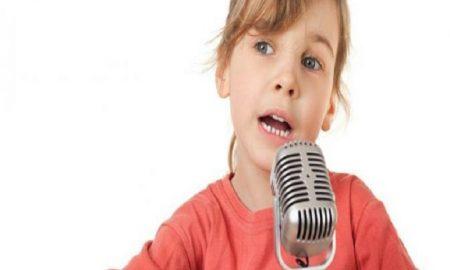 Melatih Agar Anak Pandai Bicara di Depan Umum