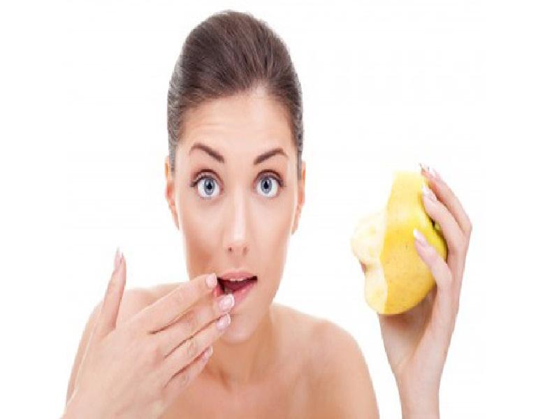 Tips Aman Mengelupas Bibir Kering