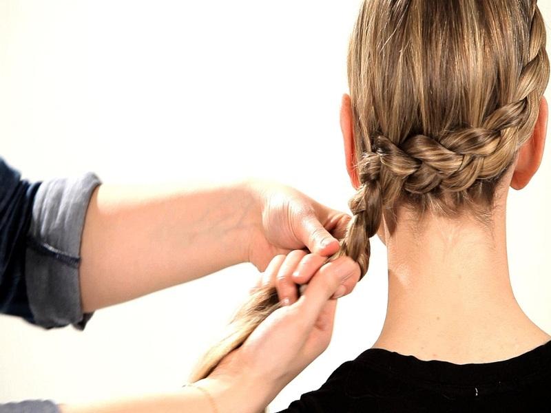 Tips Mengepang Rambut Pendek