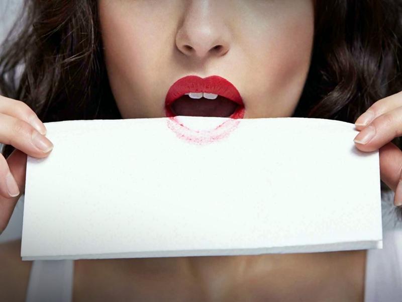 Trik Mengatasi Lipstik Cepat Pudar