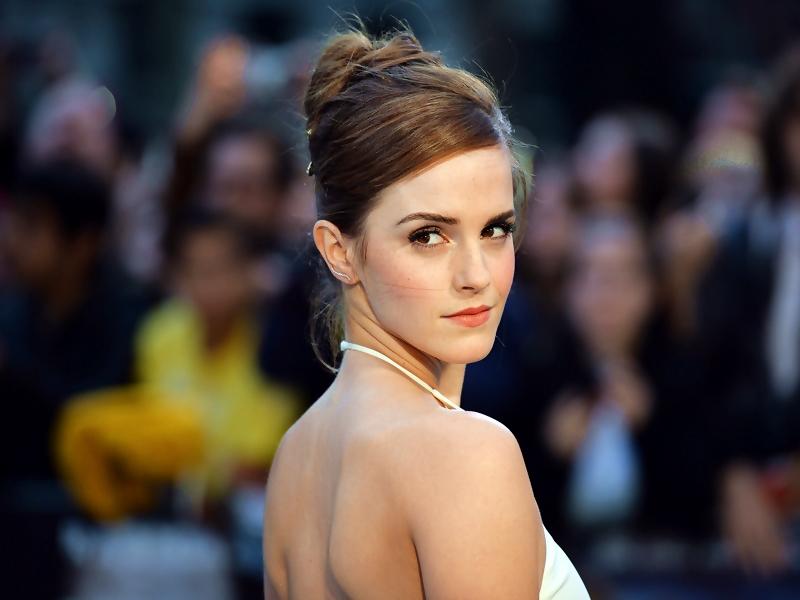 Kulit Emma Watson Bikin Fans Iri