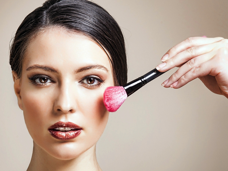 Tips Lakukan Strobing Make Up