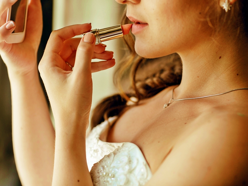 Trik Make Up Bibir Burgundy