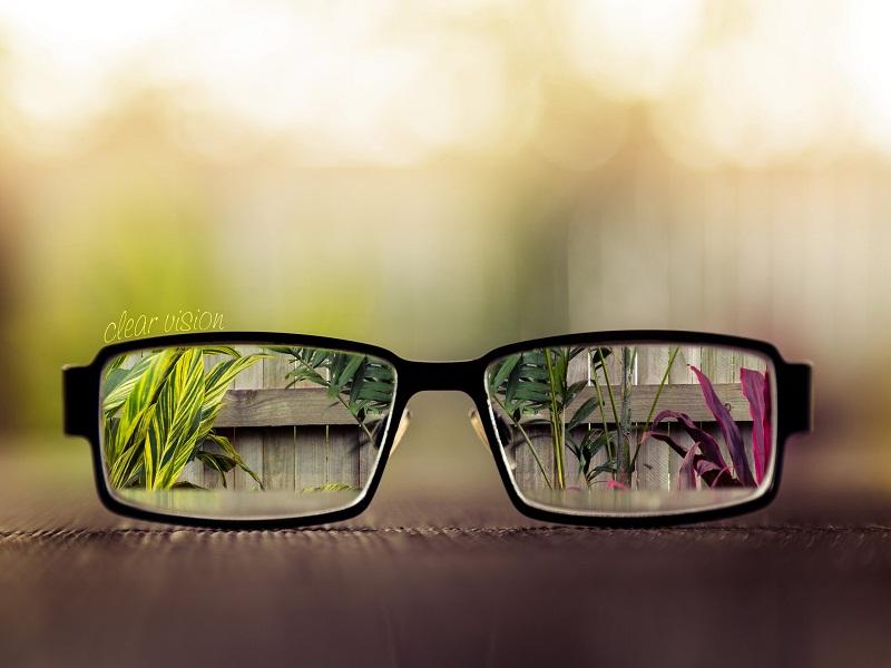 tampil semakin keren dengan kacamata