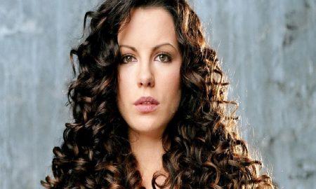 Tips Tampil Cantik Dengan Rambut Keriting
