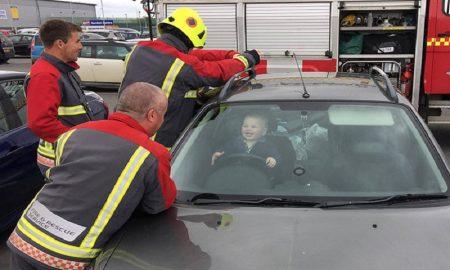 meninggalkan anak dalam mobil bisa sangat berbahaya