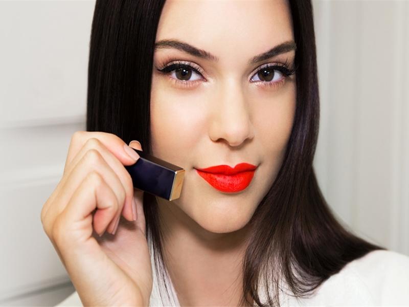 Memilih Lipstik Untuk Ngabuburit