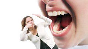 bau mulut saat sedang menjalani ibadah puasa