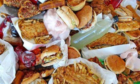 makanan yang sebaiknya dihindari untuk berbuka puasa