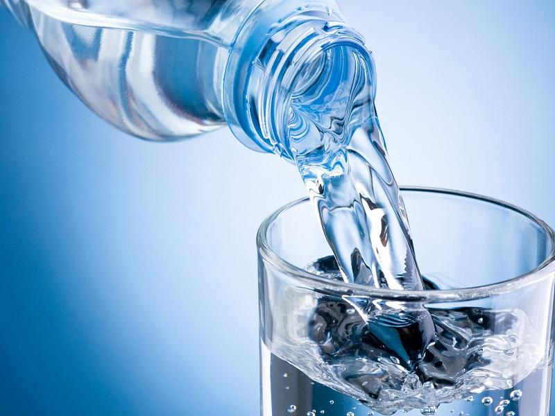 menjaga tubuh dari dehidrasi ketika berpuasa.