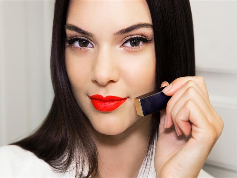 Keunggulan Lipstik Bernuansa Merah