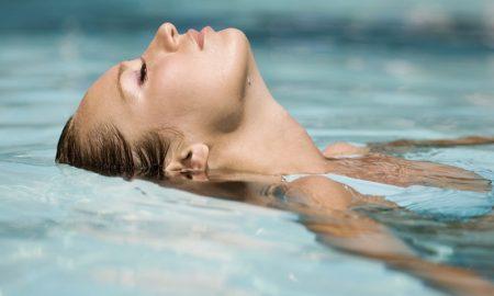 Merawat Tubuh Setelah Berenang