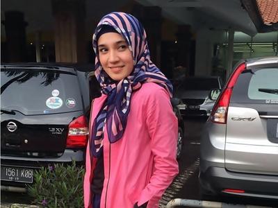 Cara Dhini Aminarti Rawat Rambut Setelah Berhijab5